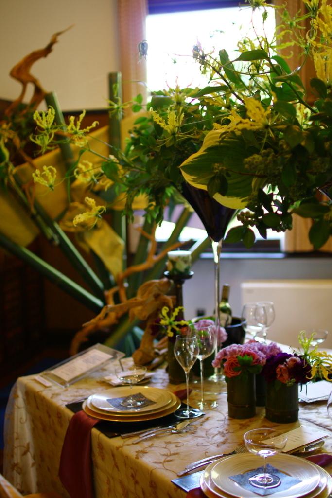横浜山手西洋館 花と器のハーモニー2018 エリスマン邸の志穂美悦子さんのフラワーアレンジメント