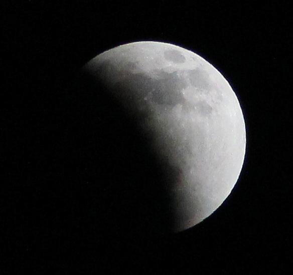 2011/12/10 皆既月食の途中