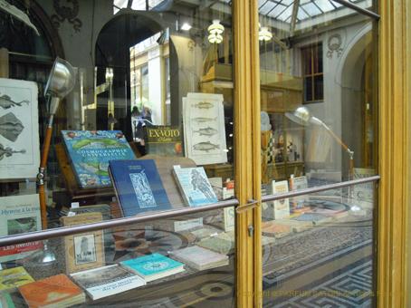 140711パリの本屋.jpg