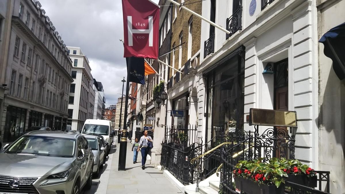 ロンドンのオペラハウスでトスカを楽しむ