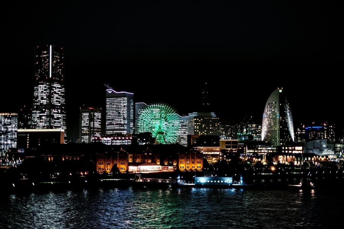 彼女が消えた横浜の夜景