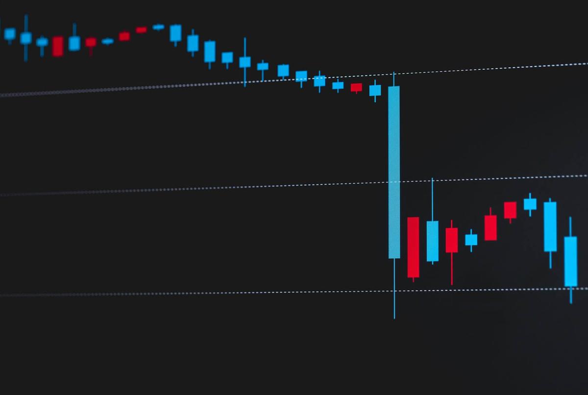 下落する株価