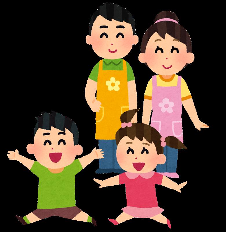 保育園で楽しそうに遊ぶ子供