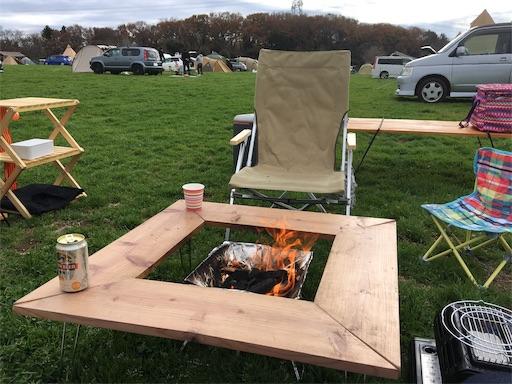 森のまきばオートキャンプ場にて焚き火を囲んでビールとコーヒー
