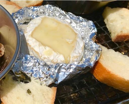 キャンプでカマンベールチーズフォンデュを作る