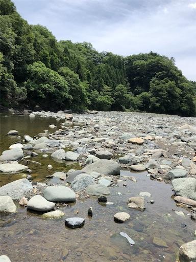 青野原オートキャンプ場の河原で水遊び