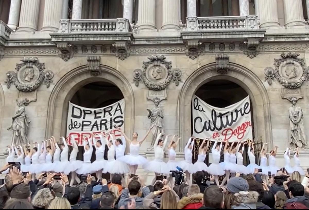 パリオペラ座バレエ団でストライキ。ダンサーは42歳で定年です