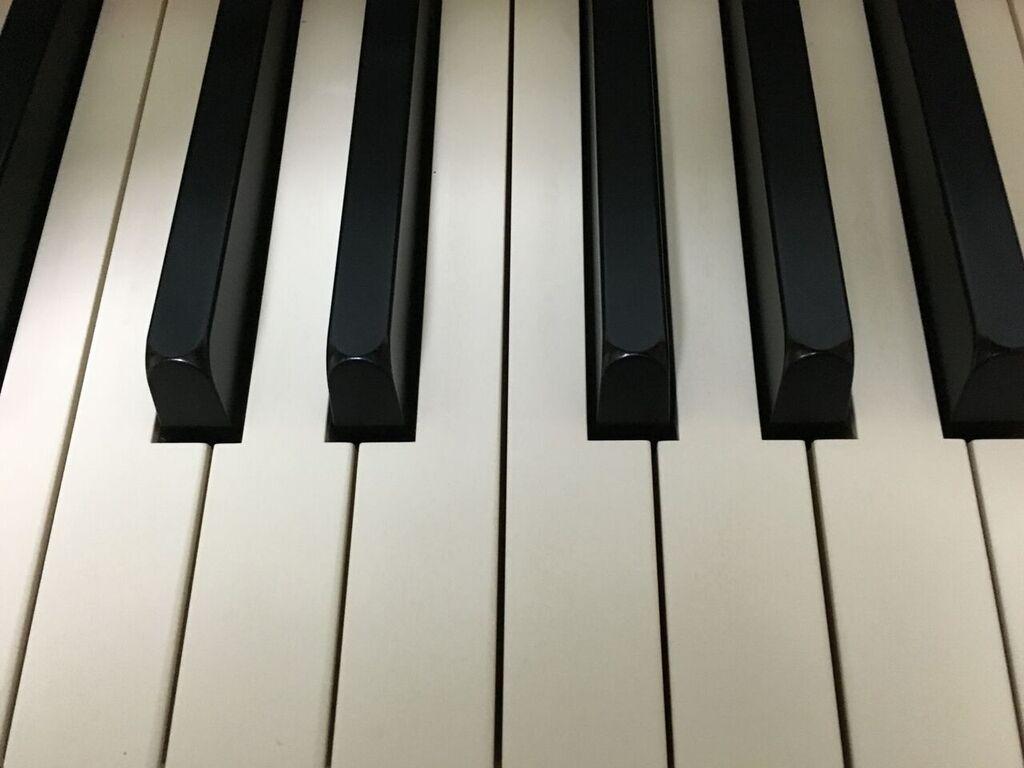 ピアノの鍵盤画像