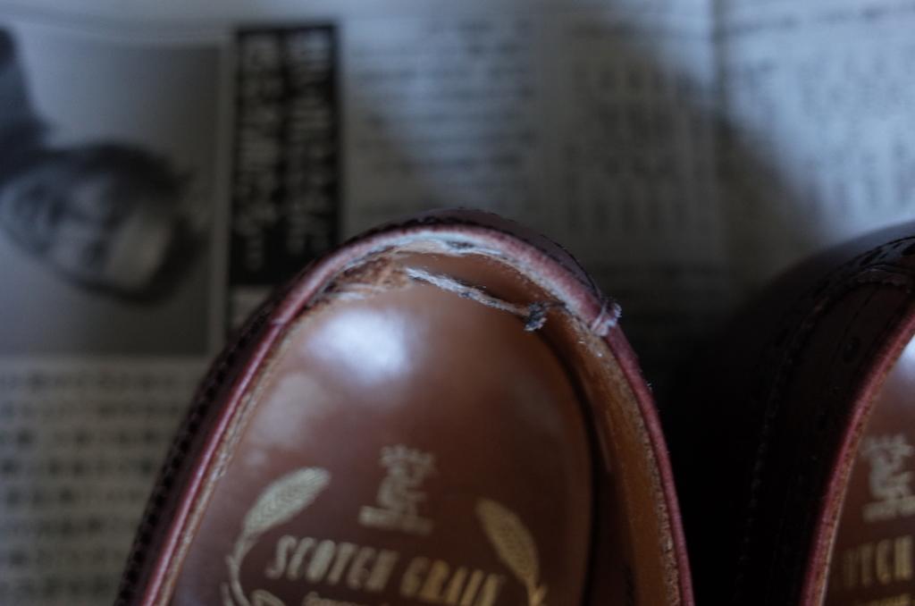 繊維がほつれた靴