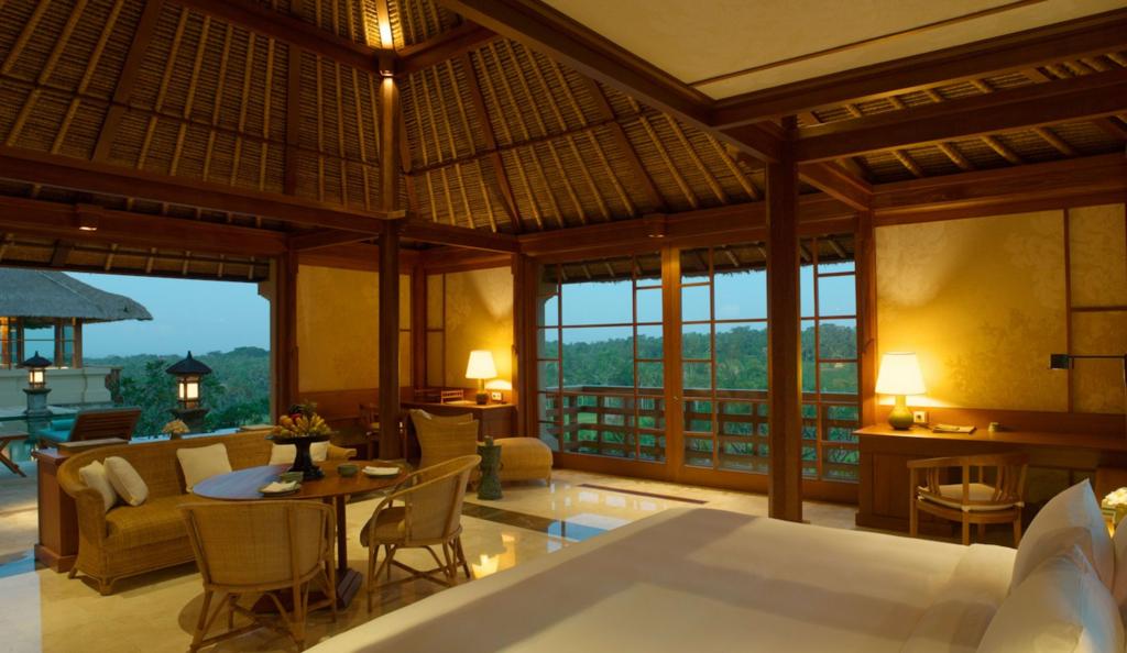 アマンダリのプール部屋