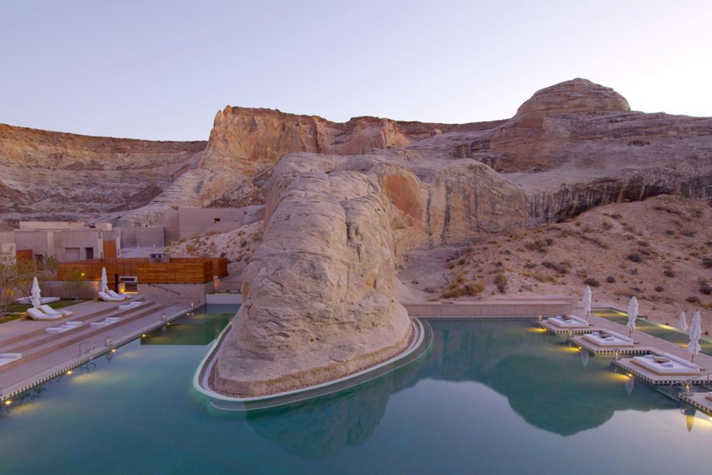 アマンギリのプール