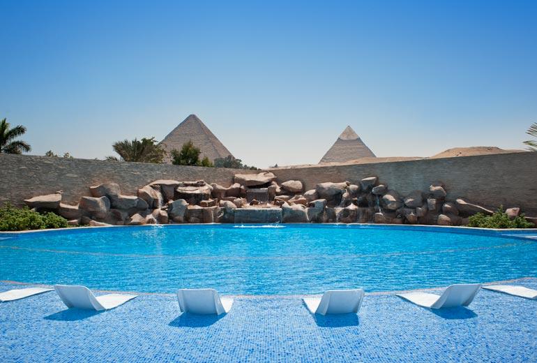 ルメリディアンピラミッドのプール