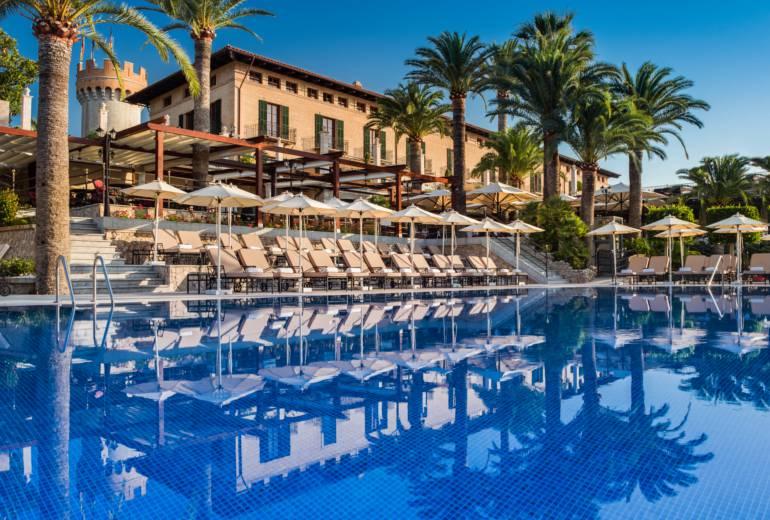 カスティロホテルのプール