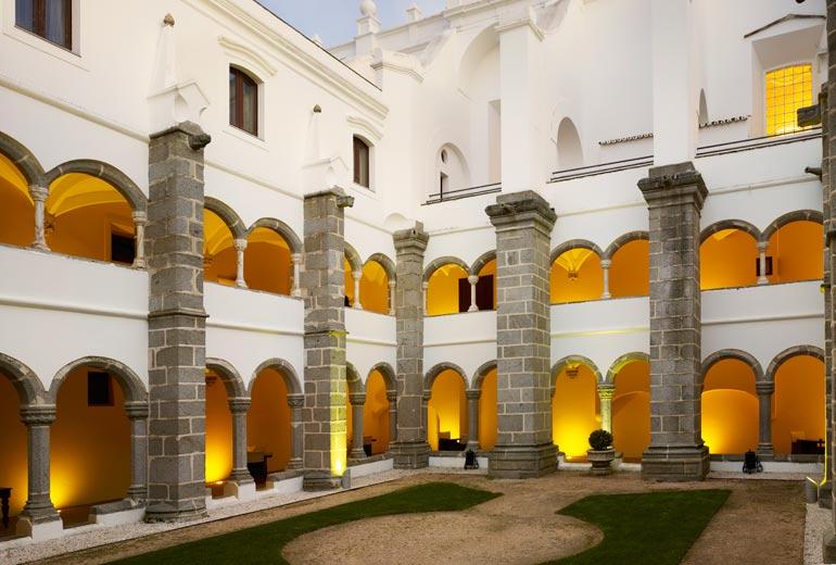 コンヴェント・ド・エスピニェイロの回廊