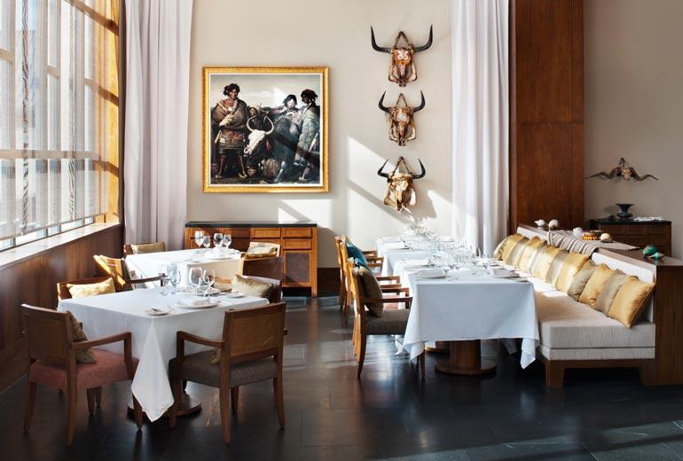 セントレジスラサのレストラン
