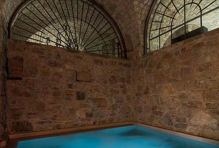エルミート,パッラーノのプール