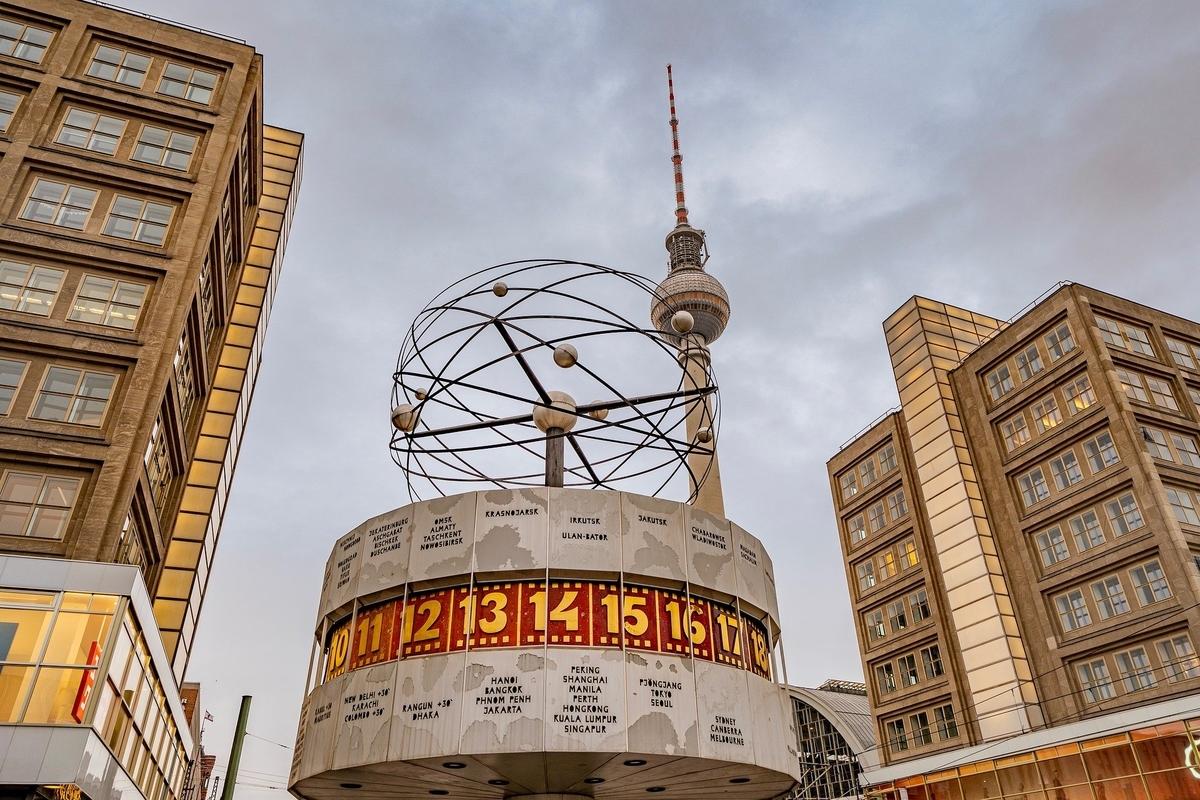 Weltzeituhr world clock