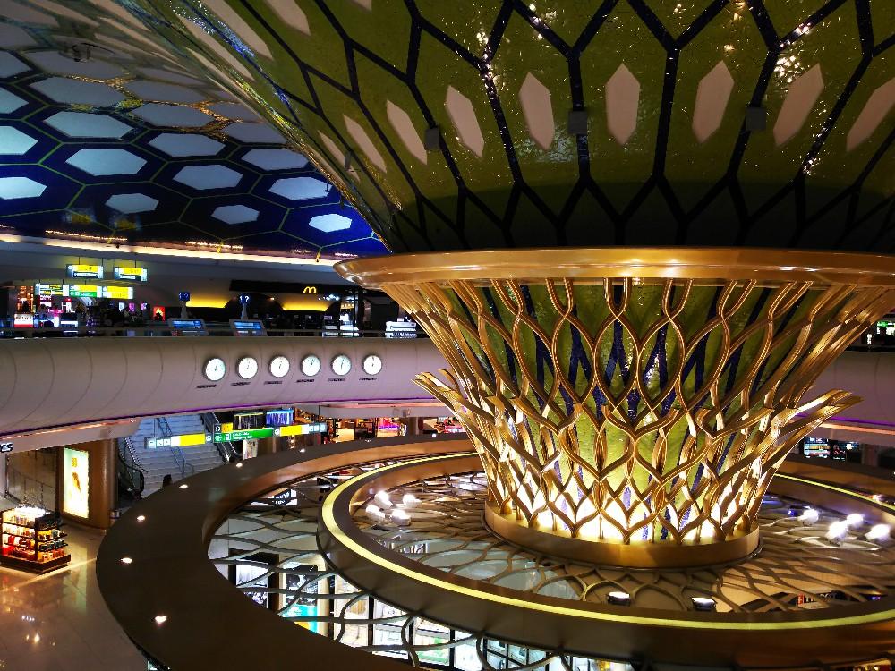 UAEアブダビ空港のシャンデリア