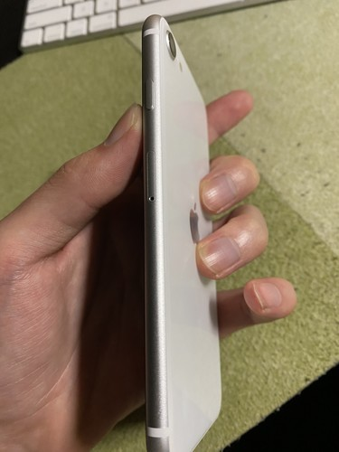 iPhoneSE2 ホワイト シルバー