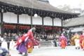 京都新聞写真コンテスト「雪の舞う中蹴鞠初め」