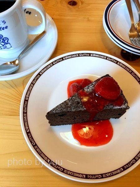コメダ珈琲のチョコっとベリーチョコレートケーキ