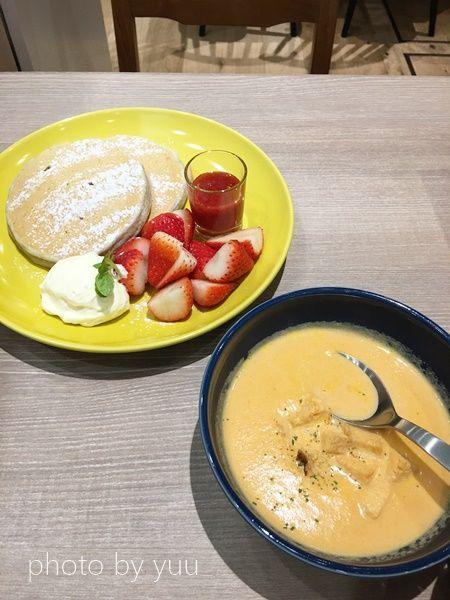 いちごのパンケーキとオーガニックニンジンのスープ