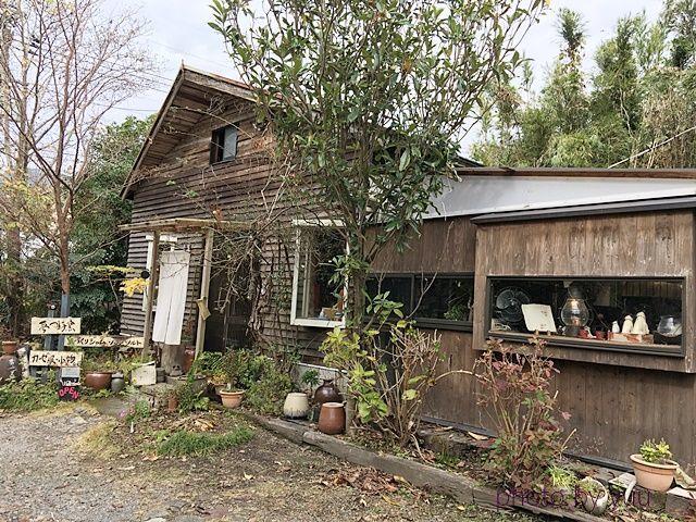 霧島の古民家カフェオリーブの木横の器のお店