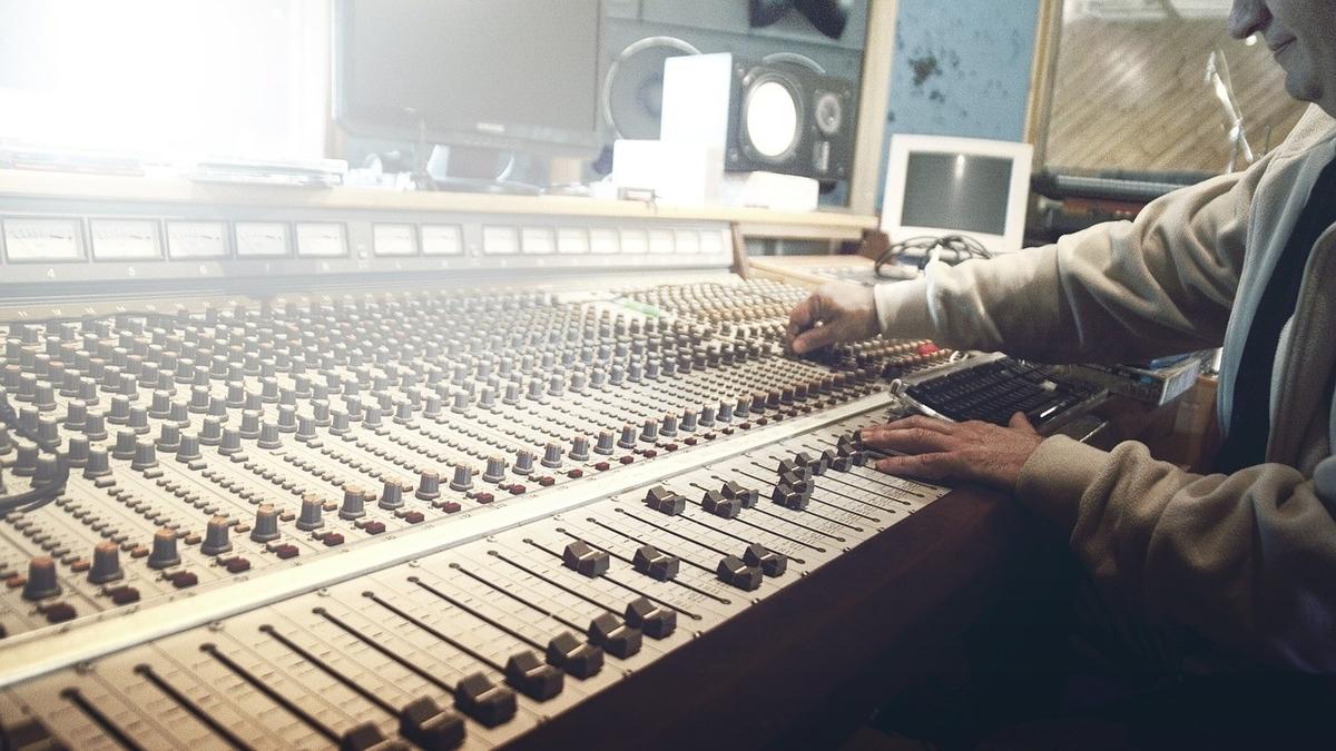 ラジオ局に就職したいけど年収が気になる【ぶっちゃけいくらぐらい?】