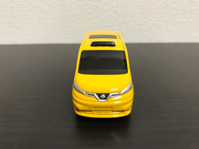 トミカNO.27 日産 NV200 タクシー(初回特別仕様)の正面