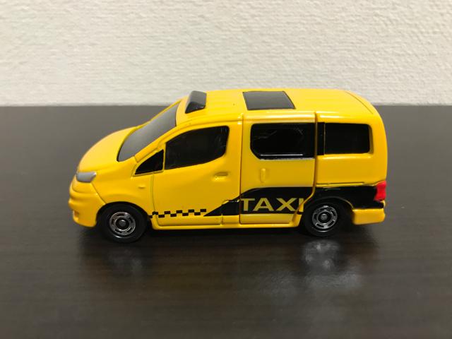トミカNO.27 日産 NV200 タクシー(初回特別仕様)の左側面