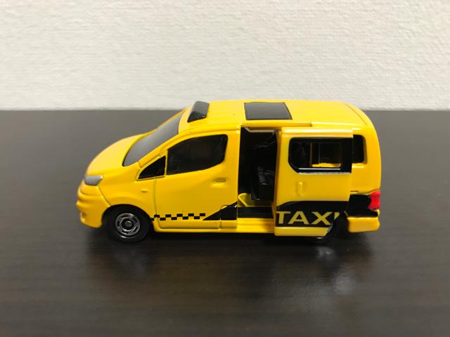 トミカNO.27 日産 NV200 タクシー(初回特別仕様)の左側面ドア開放