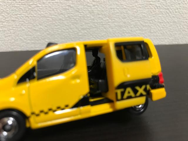 トミカNO.27 日産 NV200 タクシー(初回特別仕様)の左側面拡大
