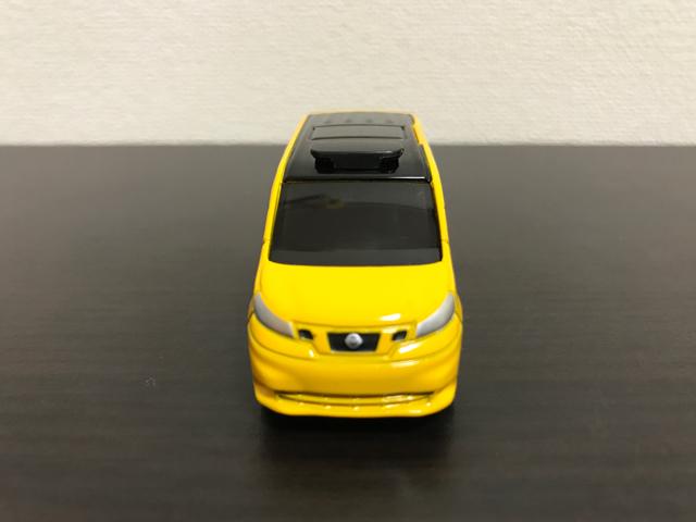 トミカNO.27 日産 NV200 タクシーの正面