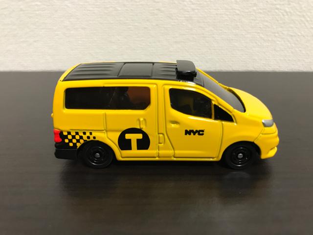 トミカNO.27 日産 NV200 タクシーの右側面