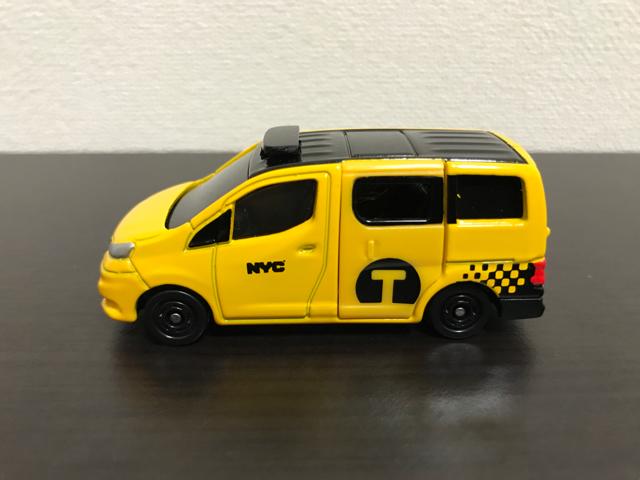 トミカNO.27 日産 NV200 タクシーの左側面