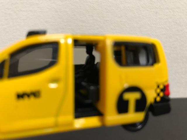 トミカNO.27 日産 NV200 タクシーの左側面拡大