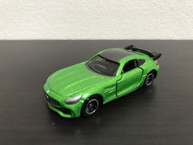 トミカNO.7 メルセデス-AMG GT R斜め前