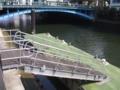 [秋葉原][神田川][建物]春の水船来ぬ河岸の軋みかな