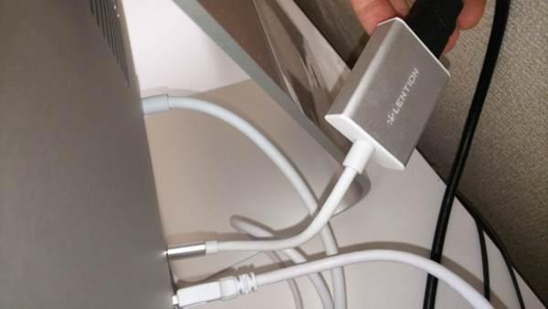 iMacの背面に接続