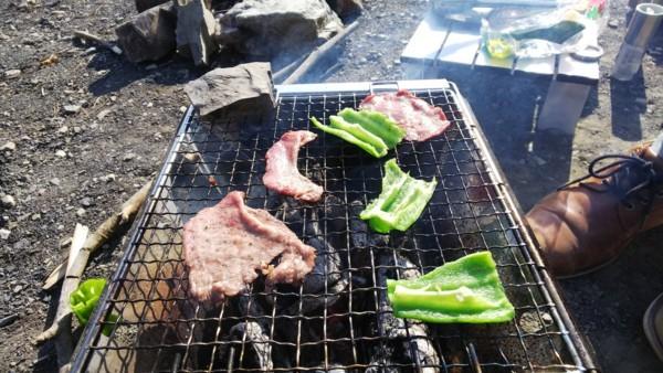 牛肉を焼いてみる