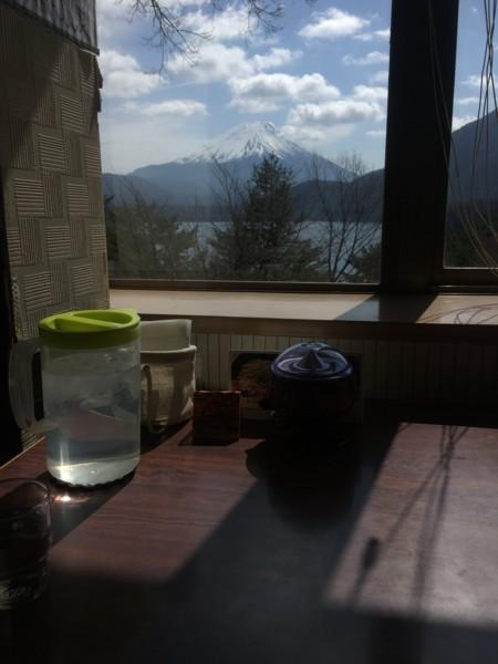 窓から見える富士山