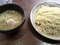 渋谷のつけ麺「大臣」。3玉分まで同じ料金。