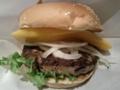 お昼はフレッシュネスでマンゴーバーガー。