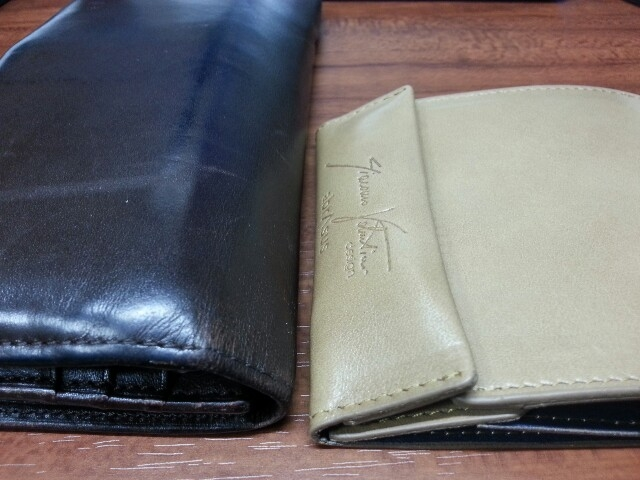 薄い財布に移行。ポケットに入れても気にならないのが素敵