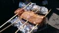 漬け込んだ肉がうまそう!
