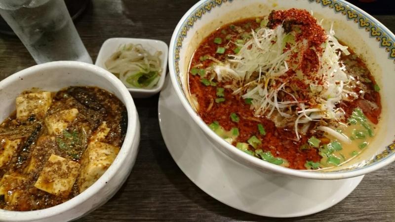 神田で担々麺。汗がとまらない