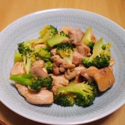 鶏とブロッコリーのオイスター炒め