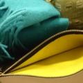バッグの内側が黄緑色!