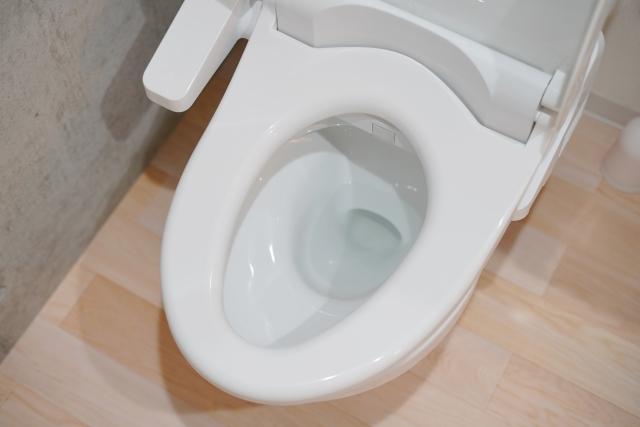 トイレは床掃除も大事