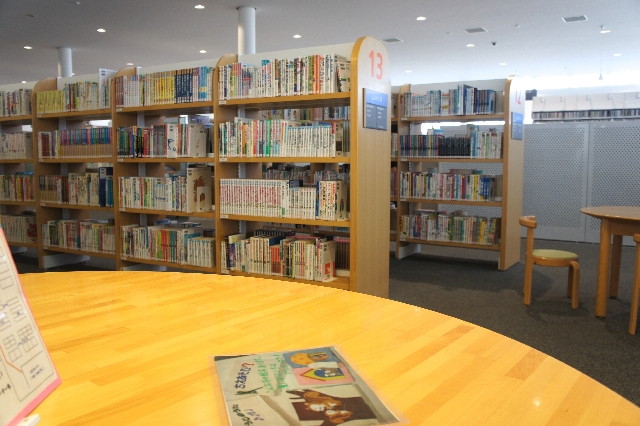図書館で新聞を読もう